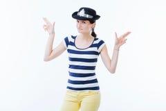 握手的嬉戏的妇女作为枪 免版税库存图片
