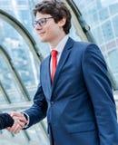 握手的小辈董事动力学 免版税库存照片