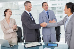 握手的微笑的未来工友 库存图片