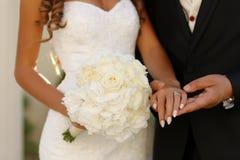 握手的新娘夫妇 库存照片