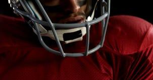 握紧手4k的美国橄榄球运动员 股票视频