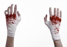 握他在绷带,血淋淋的绷带,战斗俱乐部,街道战斗,血淋淋的题材,白色背景的血淋淋的手,被隔绝 库存照片