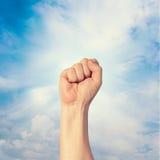 握紧拳头举行了在抗议的上流 库存照片