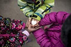 握他们的手的三个小孩女孩与一起加入了 库存照片