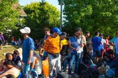 搁浅的难民在Tovarnik 免版税图库摄影