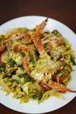 搅动与咖喱粉,特写镜头,泰国食物的油煎的螃蟹 免版税库存照片