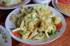 搅动与牡蛎调味汁食谱的油炸物花椰菜在一块板材春节,中国中元节 免版税库存照片