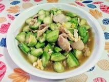 搅动油煎的夏南瓜用鸡蛋和猪肉,泰国传统食物 图库摄影