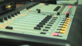 搅拌器在无线电演播室 股票录像