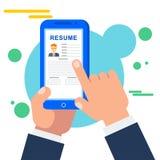 搜寻一个工作的职员在网上在流动工作查找应用 库存图片