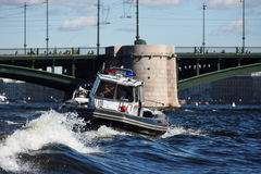 搜寻和援救服务小船在圣彼德堡,俄罗斯 库存照片
