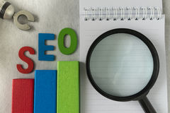 搜索引擎优化概念一样五颜六色的木块象a 免版税库存照片