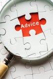 搜寻缺掉难题和平忠告的放大镜 库存图片