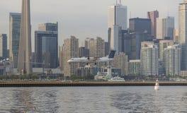 搬运工航空公司DHC-8-402Q, C-GKQA着陆在多伦多 免版税库存照片