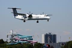 搬运程序航空公司喷气机着陆 库存照片