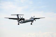 搬运程序航空公司喷气机着陆 库存图片