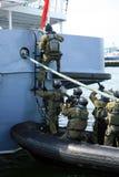 搭乘特攻队海军陆战队员海运船战士 免版税库存图片