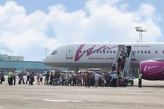 搭乘的乘客对精力Avia航空公司飞机  免版税库存照片