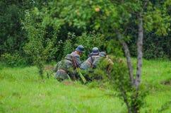 携带武器的战士 免版税库存图片