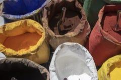搽粉在不同颜色的涂层,填装球形有不同颜色 库存图片