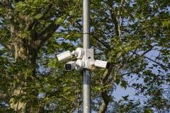 摄像头在公园 公园的保护 免版税图库摄影