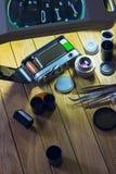 摄制在桌上的照相机在放大镜下 免版税库存图片