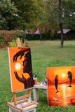 摄影和艺术绘画,在画架在背景中 免版税图库摄影