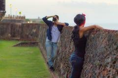 摄影师与模型2一起使用 免版税库存照片