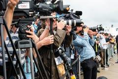 摄影师和新闻工作者在新闻招待会 图库摄影