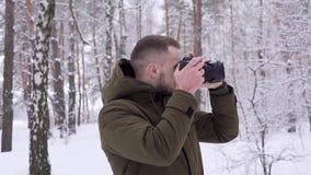 摄影师在森林里 股票视频