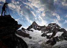 摄影师在瑞士阿尔卑斯 库存照片