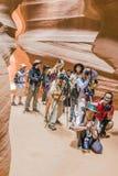 摄影师射击上部羚羊峡谷 库存图片