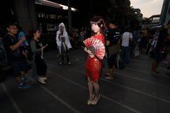 摄影师射击cosplay女孩 免版税库存照片