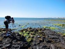 摄影师拍风景的照片 免版税图库摄影