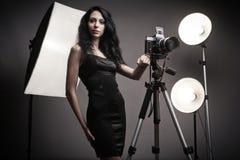 摄影师时髦的妇女 免版税库存照片