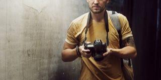摄影师照相机DSLR射击新闻工作者概念 免版税图库摄影