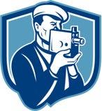 摄影师葡萄酒减速火箭摄象机的盾 免版税库存图片
