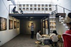 摄影有台阶栏杆的展览室 免版税库存图片