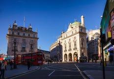 摄政的街道和皮卡迪利广场连接点伦敦西区W1伦敦 免版税库存照片