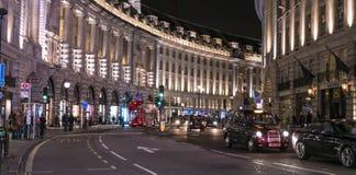 摄政的街道在夜伦敦英国之前 库存照片