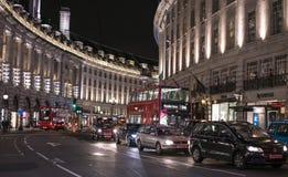 摄政的街道在夜伦敦英国之前 图库摄影