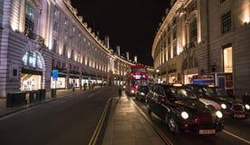摄政的街道在夜伦敦,英国-英国- 2016年2月22日之前 免版税库存图片
