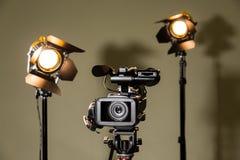 摄象机和两盏聚光灯与菲涅耳透镜 免版税库存图片