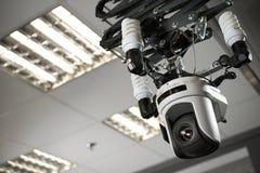 摄象机记录器在电视演播室 免版税库存照片