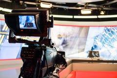 摄象机透镜录音展示在电视在照相机ap的演播室焦点 免版税库存照片