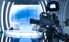 摄象机-录音展示在电视演播室 图库摄影