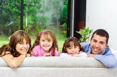 摆在与的美丽的西班牙四口之家 图库摄影