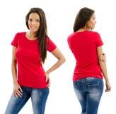 摆在与空白的红色衬衣的性感的妇女 库存图片
