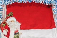 摆在与袋子的圣诞老人在圣诞节背景的礼物 免版税库存图片