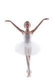 摆在作为白色天鹅的谦虚矮小的芭蕾舞女演员 库存图片
